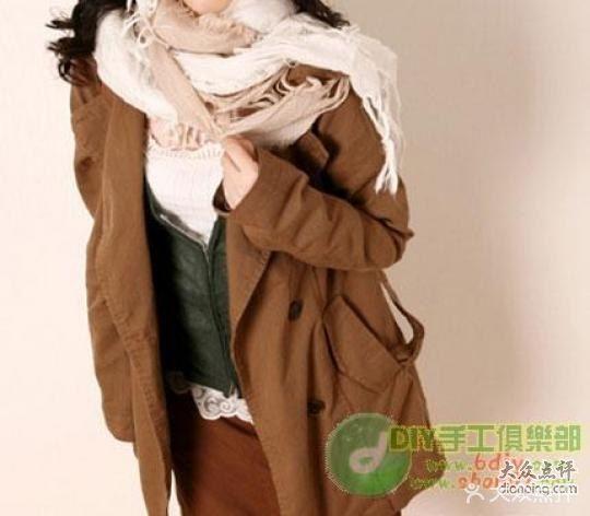 韩式披肩式围巾系法     也称双八字系法,这种系法是最简单的.