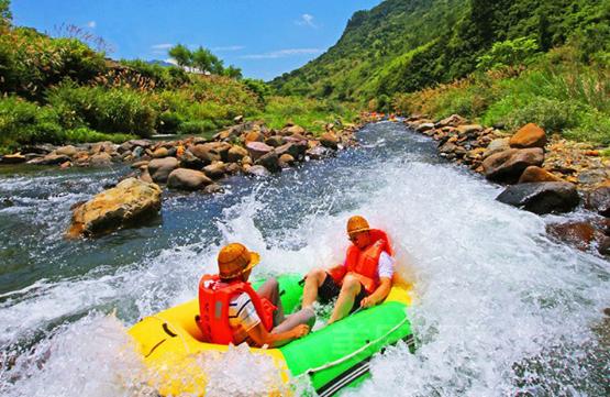 白云溪漂流位于国家aaaa级风景区千岛湖的母亲河宋村乡白云溪境内.