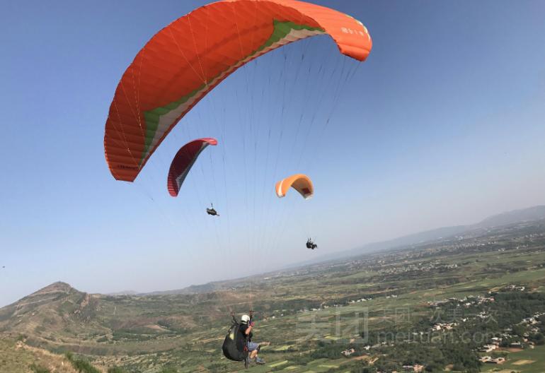 万安山航空飞行营地滑翔伞