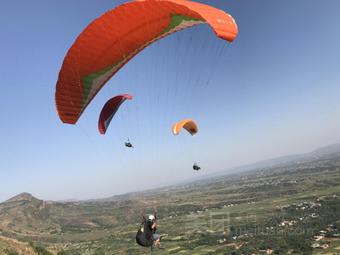 洛阳万安山滑翔伞飞行营地