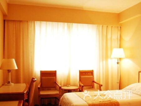 新梅华东大酒店