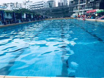 龙城国际游泳池