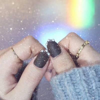 珍珠磨砂美甲款式图图片
