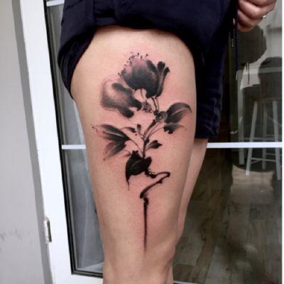 水墨花纹身图