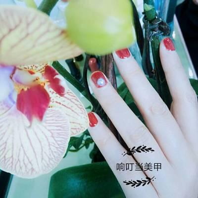 单色贴珍珠美甲款式图图片