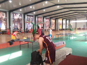 搏峰篮球活动室