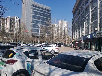 天府商厦-停车场