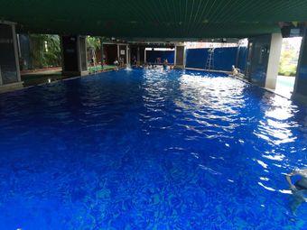 绿海云天游泳池