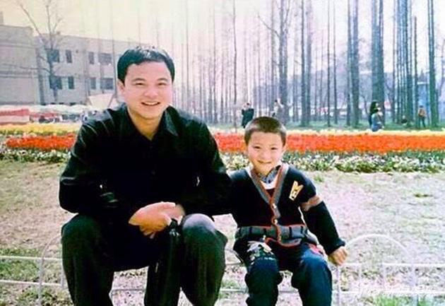 黄子韬爸爸给他留200亿,收购公司当董事长,韬韬现在可是太子爷