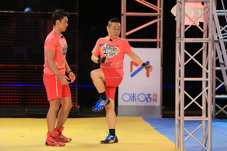 8《加油好身材》体验明星张绍刚和教练郑琼斯.JPG