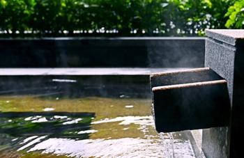 【温泉公园/福州广场】明谷行馆温泉门票+自助餐(家庭票2大1小)-美团
