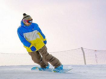 【青岛出发】金山滑雪场纯玩1日跟团游*休闲健身 亲子首选-美团
