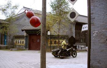 【沈阳出发】关东影视城纯玩1日跟团游*盛京灯会、可定当天-美团