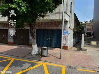凤城酒店停车场