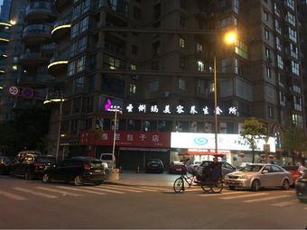 江锦家园停车场