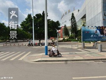 艺术中心停车场