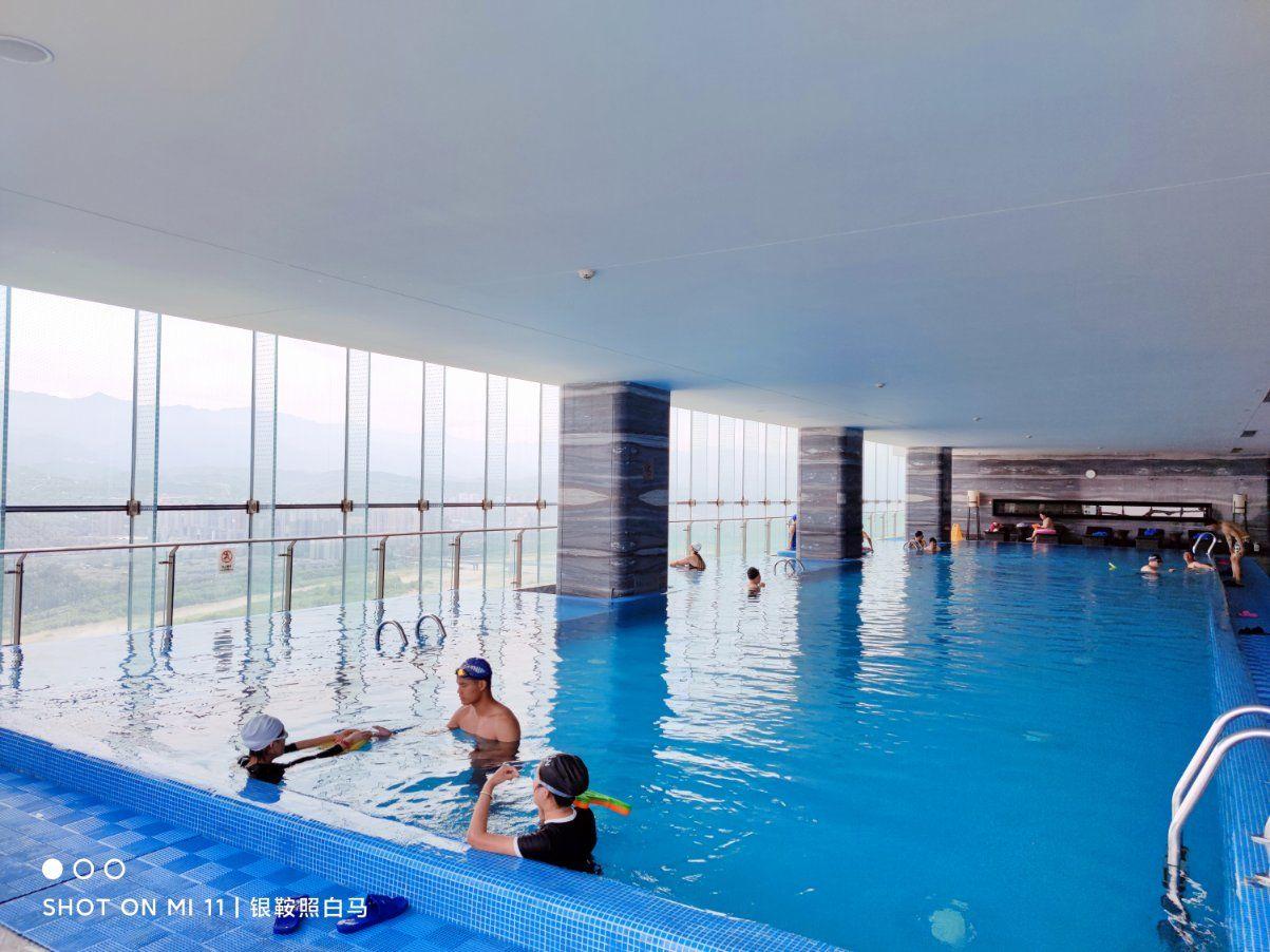 皇冠假日酒店游泳俱乐部