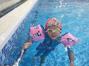 英巨扬亲子游泳