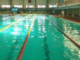 满都拉游泳馆
