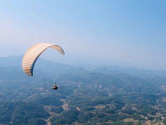 兴义市龙荫山滑翔伞飞行基地
