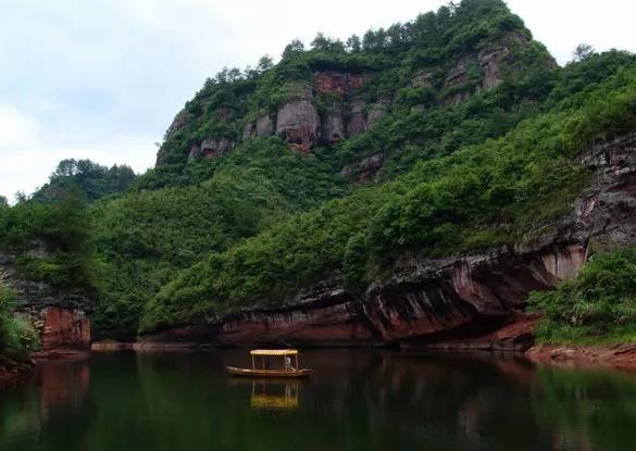 齐云山风景名胜区,位于安徽省休宁县境内,古称白岳.