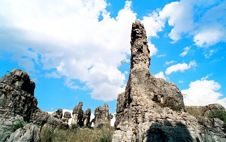 景区由大,小石林,乃古石林,大叠水,长湖,月湖,芝云洞,奇风洞7个风景片