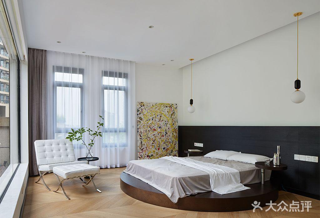 140平米四室两厅现代简约风格卧室装修效果图