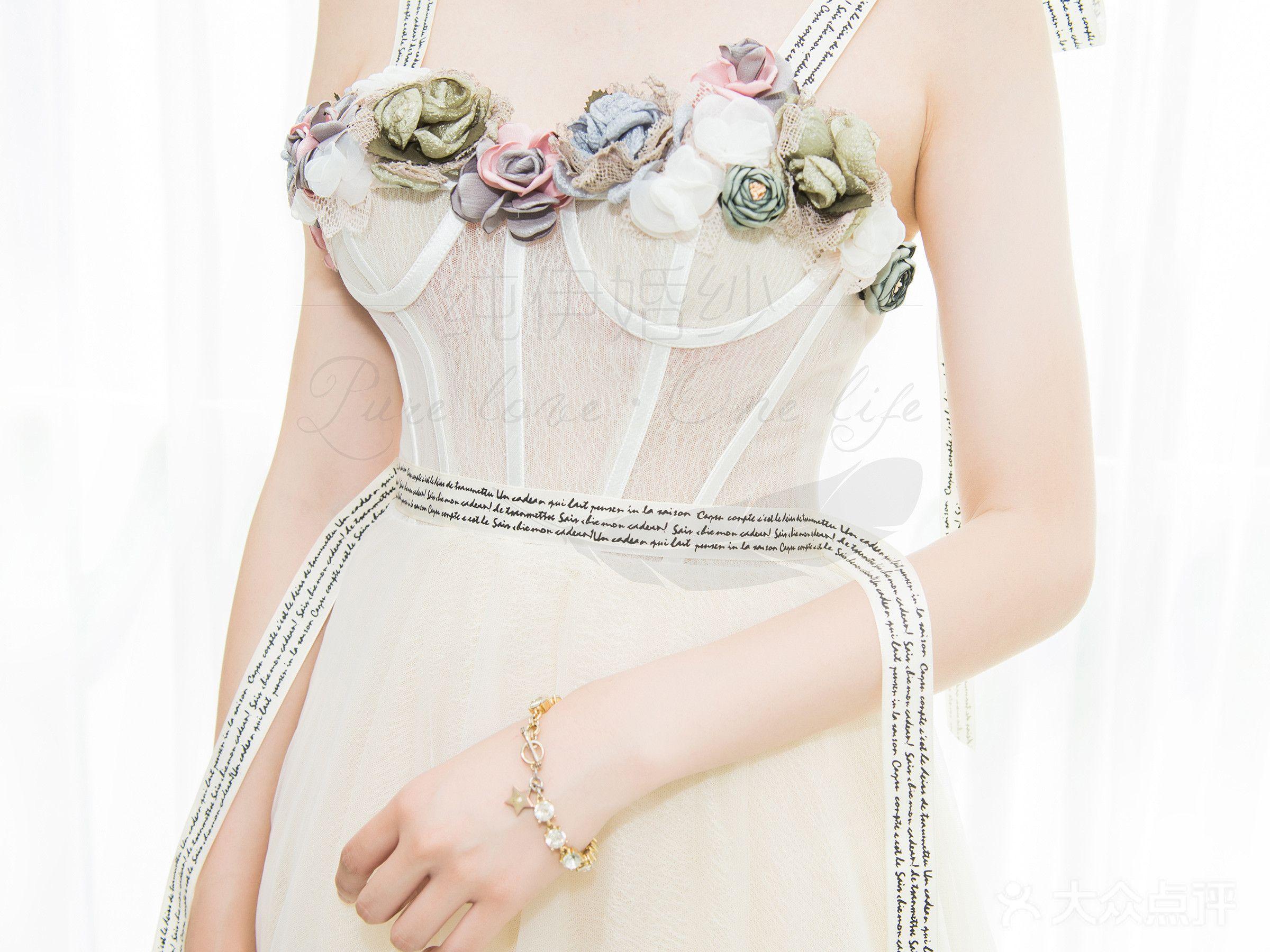 纯伊婚纱的图片