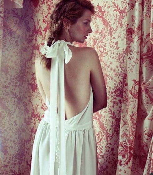 露背婚纱怎么穿好看穿露背婚纱的注意事项