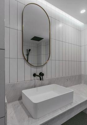 140平米四室两厅现代简约风格卫生间装修图片大全