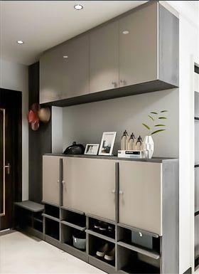 80平米三室两厅现代简约风格玄关设计图