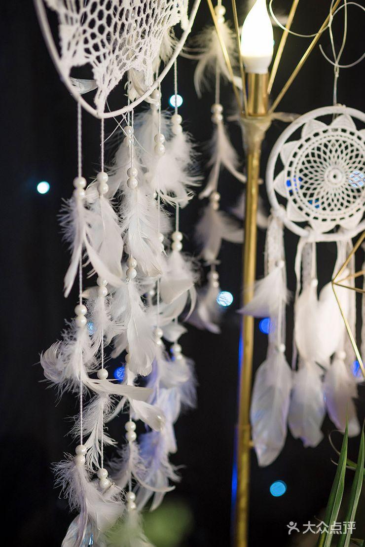 仪式区:舞台背景支架一副 星空幕布 门型白桦树 铺梦网3个 波西米亚