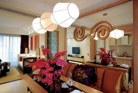 90平米三东南亚风格客厅设计图