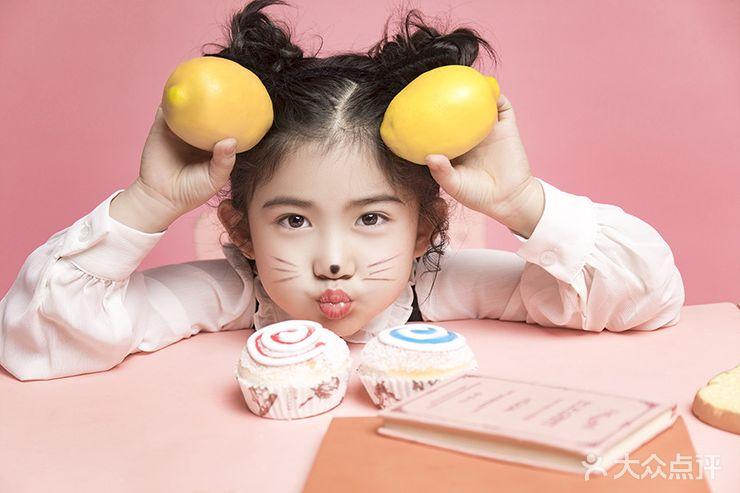 三盛广场 儿童摄影 艾拉维拉家庭成长映像  服装 服装造型:2组 服装说