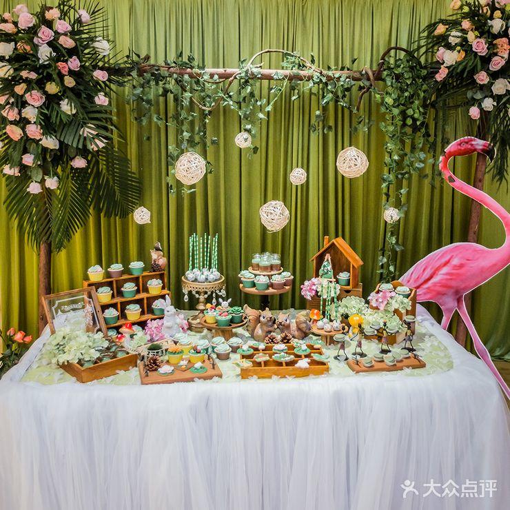 北关 婚庆公司 风尚婚礼会馆  布置 迎宾区:主题喷绘设计 森系主题