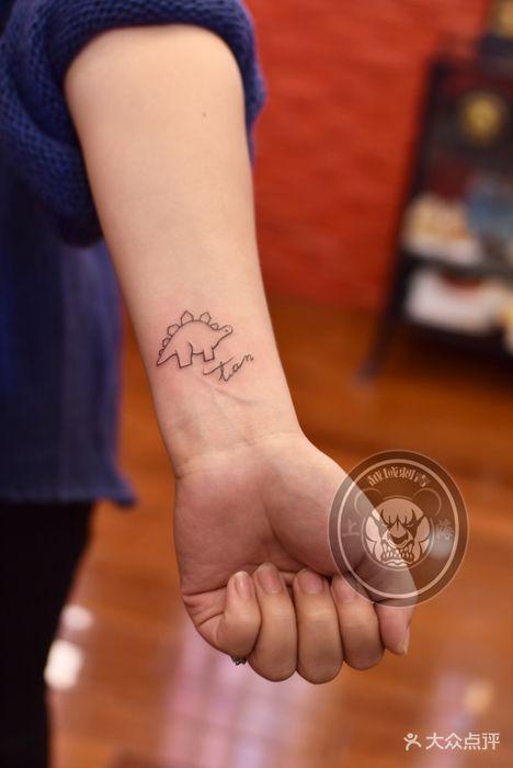 小恐龙字母纹身图案图片