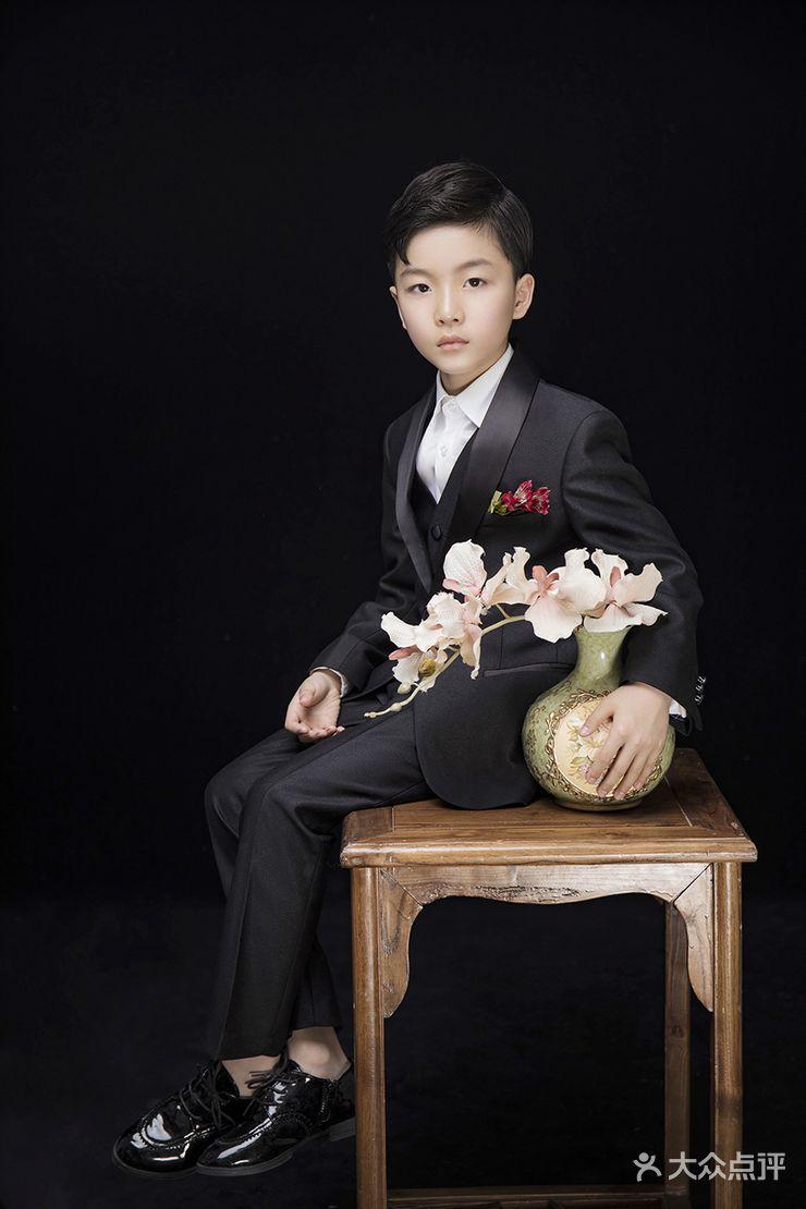 三盛广场 儿童摄影 艾拉维拉家庭成长映像  服装 服装造型:2组 服装