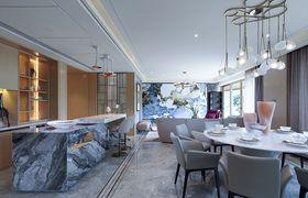 140平米四室两厅英伦风格餐厅设计图