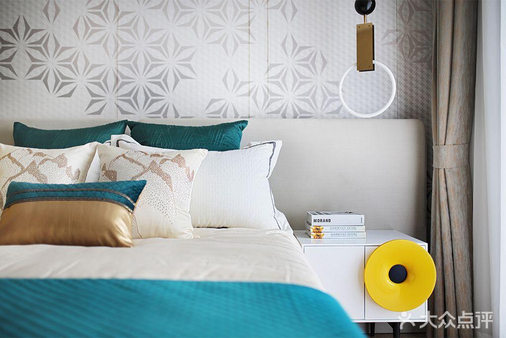 110平米四室两厅现代简约风格卧室装修案例