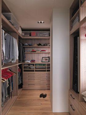70平米三室一厅日式风格衣帽间设计图