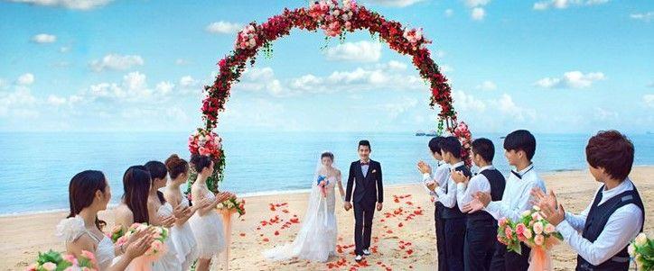 参加婚礼穿什么得体穿着是对新人的尊重