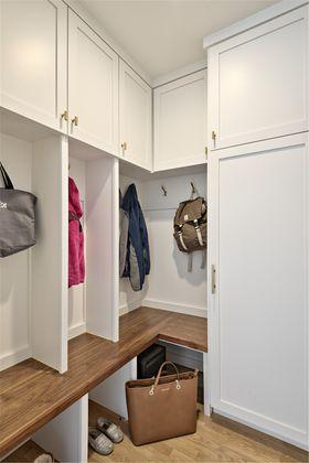 130平米三室两厅北欧风格衣帽间效果图