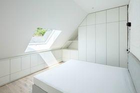 70平米现代简约风格卧室图