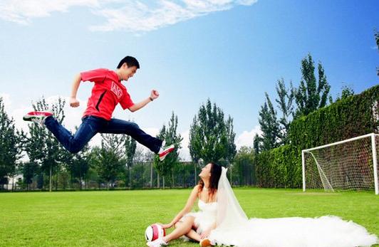 婚庆典礼在体育场举办十分适合运动员新人