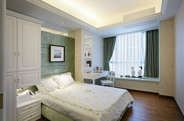欧式卧室床头背景墙装修效果图 绿色的卧室整体空间,首先给人的感觉