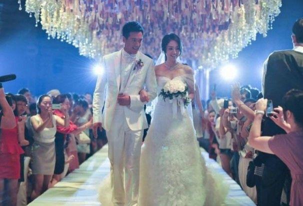 结婚照新郎礼服如何选择新郎礼服选择