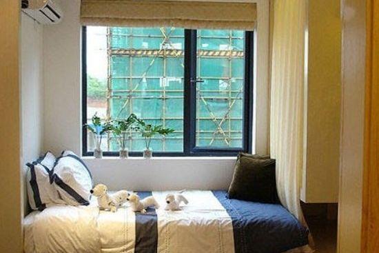 如果问小编小户型卧室用什么来装修比较好,小编就会推荐大家使用榻榻米装修效果图的设计这种方式了。为了让大家更好的了解小编为何要给大家推荐这个,小编就给大家准备了一些小户型卧室榻榻米装修效果图。  榻榻米床有着独特地台设计,并且一般都有安置升降桌,而整个榻榻米床下面都是可以打开放东西的实木柜子。