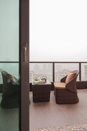 120平米现代简约风格阳台图片