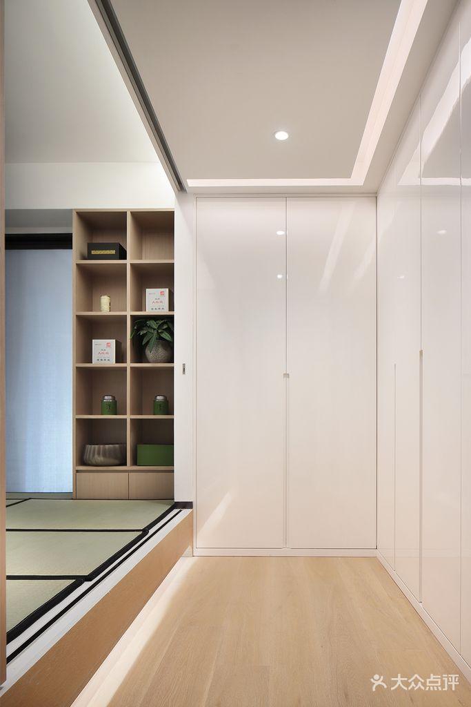 140平米四室两厅现代简约风格衣帽间设计图