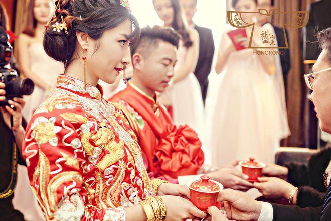 为什么杨怡胡杏儿结婚都选择了褂皇品牌?